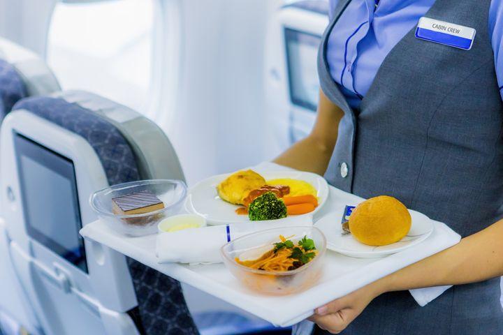 ¿Qué Tan Insalubre Es La Comida Del Avión?